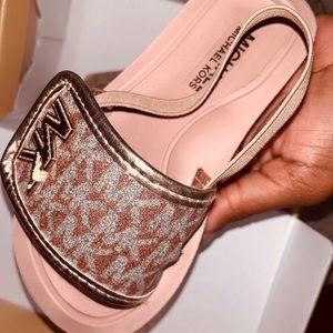 Children's designer sandals! 😊 (Salmon pink)
